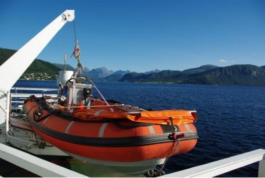 Free Fall Lifeboats